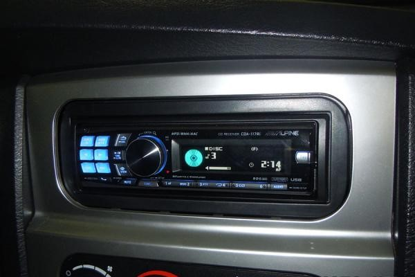autoradio 1 din dodge ram neon poste cd usb mp3 bluetooth alpine dodge autoradios. Black Bedroom Furniture Sets. Home Design Ideas