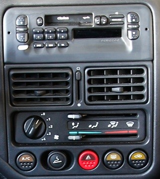 autoradio 1 din peugeot 106 poste cd usb mp3 wma clarion peugeot autoradios. Black Bedroom Furniture Sets. Home Design Ideas
