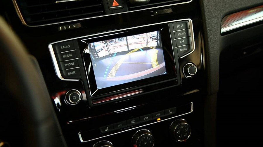interface multim dia vid o volkswagen golf 7 et cam ra de recul hightech. Black Bedroom Furniture Sets. Home Design Ideas