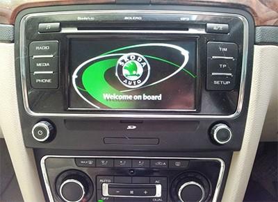 autoradio gps dvd skoda superb auto radio skoda superb hightech privee. Black Bedroom Furniture Sets. Home Design Ideas